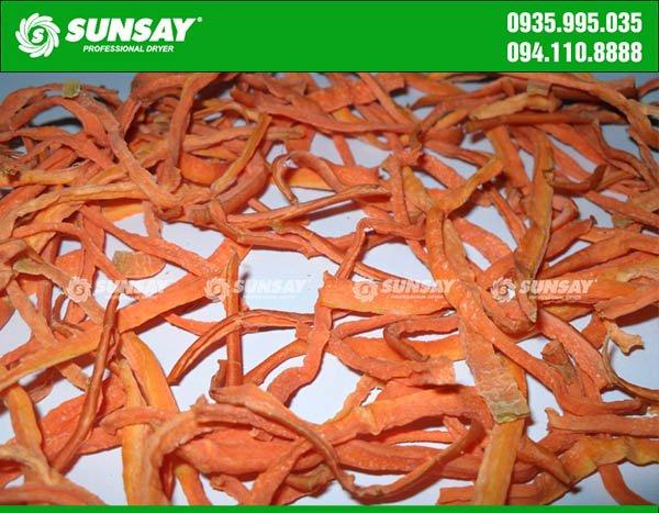 Cà rốt sấy khô đạt yêu cầu đóng gói